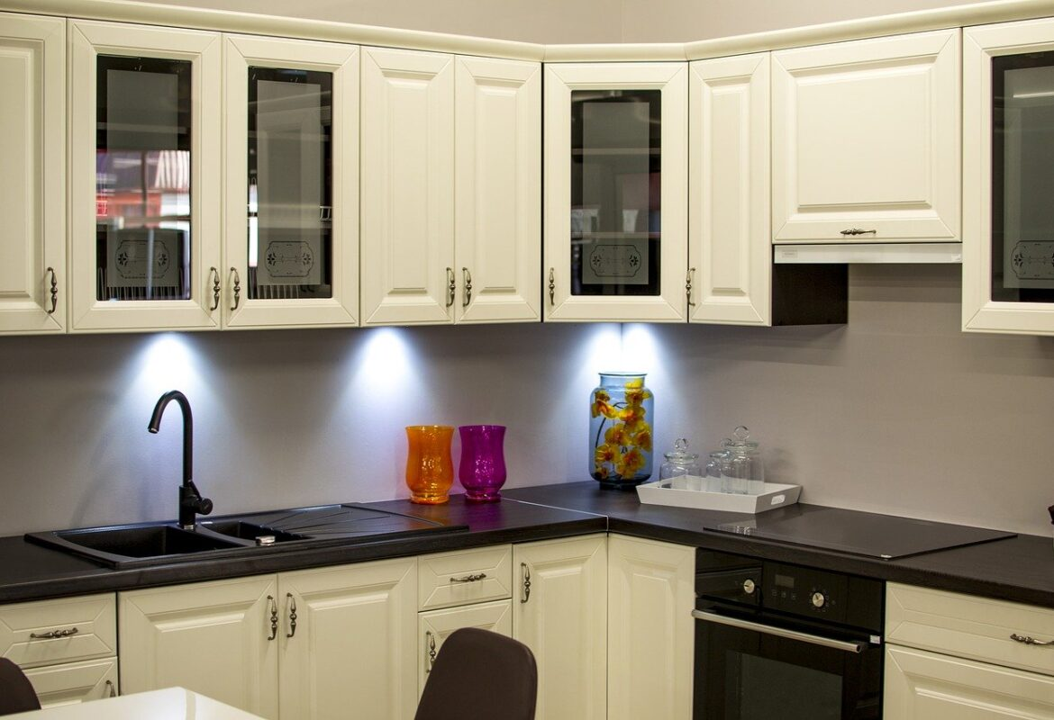 What Kind of Paint to Use for Your Kitchen Cabinets
